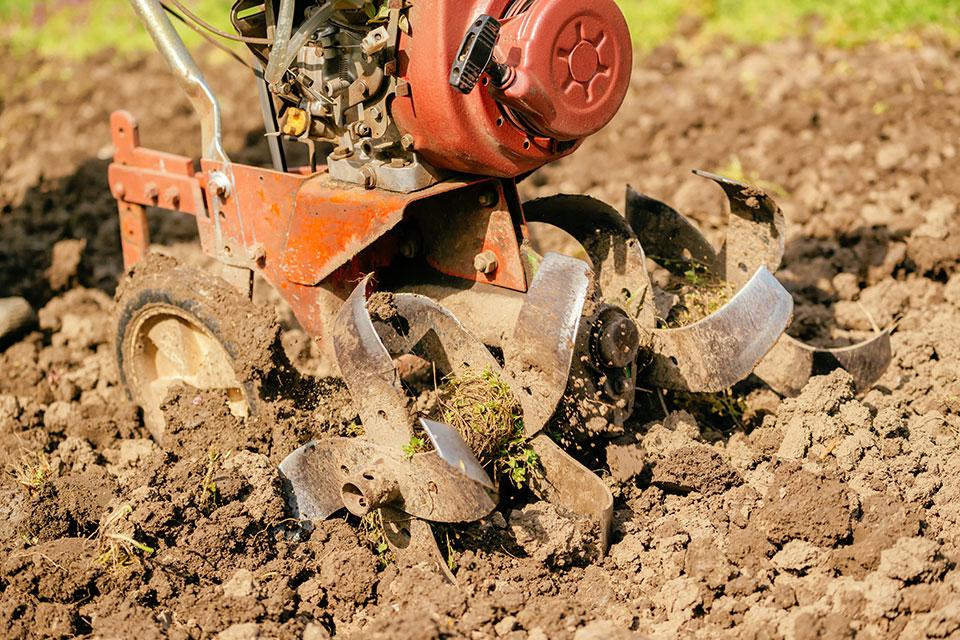 Garden tiller with heavy soil